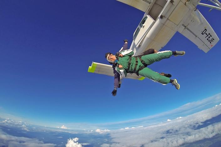 Alexandra Kloft Fallschirm Tandemsprung über den Wolken